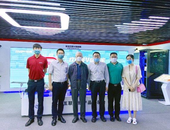 中国信息协会副会长何华康考察锐捷双擎云桌面