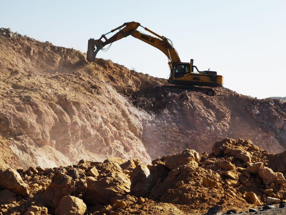"""一座山都快被挖""""丢""""了!宁夏北山铁矿遭疯狂超采"""